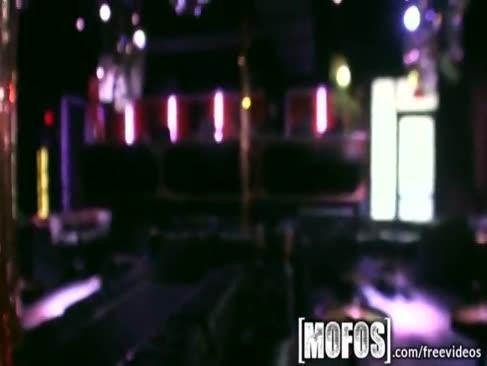 Mofos - adolescenta super-fierbinte după ore la bar