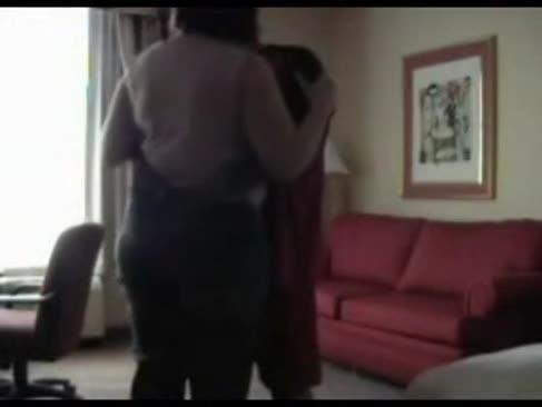 Sotul soțului filmează cu soție cu un tip întunecat