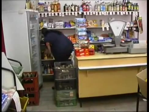Rușii sunt forțați să intre într-un magazin