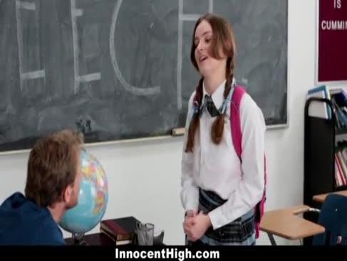 Innocenthigh - fată colegiu pudic anihilează profesorul ei de vorbire