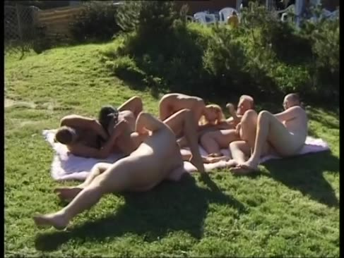 Cea mai tare și yam-sized sex in grup in aer liber