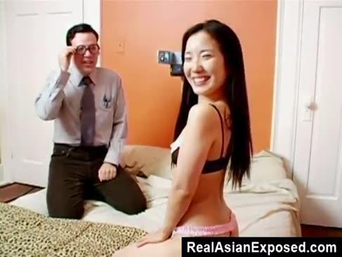 Dansul timid se înmulțește cu sexul asiatic
