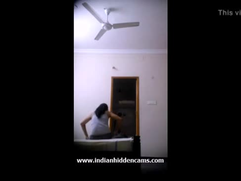 Indian nubile filmat nud de camera ascunsa - indianhiddencams.com