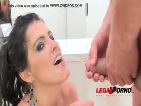 Imens fundul de montare guzzles urina piss guzzling anal invazie 3some sz584