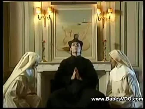 Mădușii se rupă cu preotul și cu finga