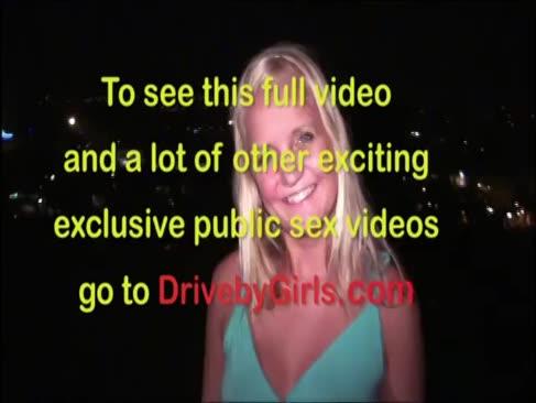 Bine ati venit tinere blondie adolescent pui publice de sex feminin
