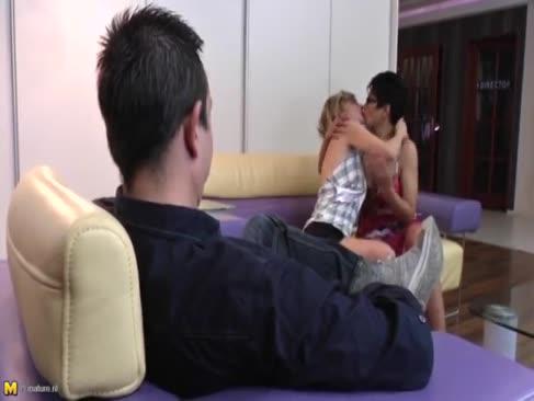 3some cu 2 femei