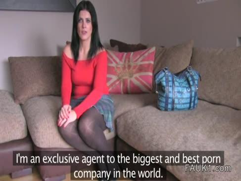 Britanic al naibii plus-size quotla turnare cu un agent fals