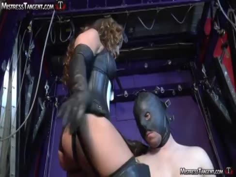 Trei dominație de sex feminin grup dominatrix sfărâmare