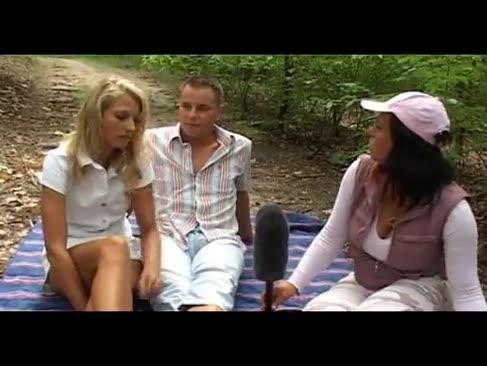 Mandy albastru - threesome suprem în aer liber