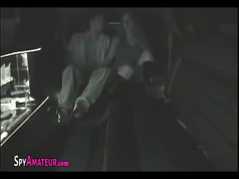 Strângerea cu un băiat somptuos în limuzina sa pe spyamateur.com