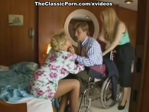 Porno clasică pe o barcă cu blondie