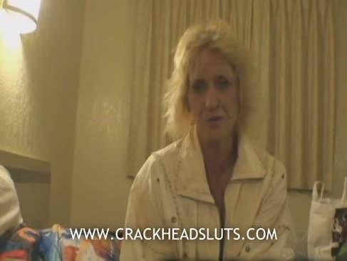 Ash-blonde grannie crackhead lovitură de locuri de muncă într-un documentar sexier pervers