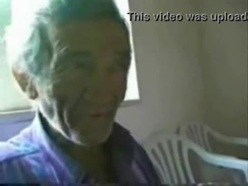 Cockslut tânăr super-ciocănit remorcă foarte în vârstă om italian. amator real